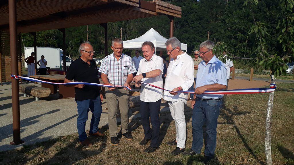 De gauche à droite, Paul Rossi (Président du Syribt), Paul Perras (ancien Président du SYRIBT), Pierre-Jean Zannettacci (Président de la CCPA), Jean Martinage (maire d'Eveux) et Robert Allognet (Vice- Président Environnement).